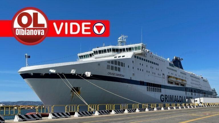 Tutti imbarcati e in viaggio per Livorno i circa 220 passeggeri della Grimaldi