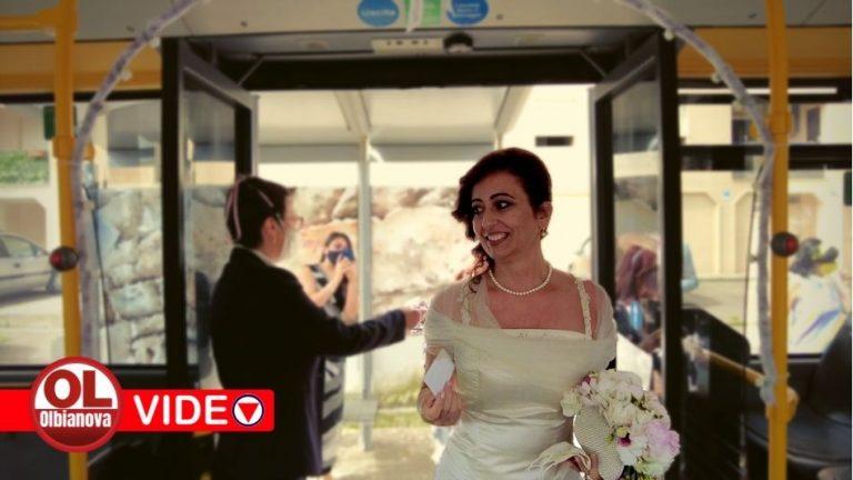 Prendo il bus e mi sposo. L'originale scelta di Sandra per il suo matrimonio